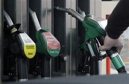 A man put a petrol pump back after filling up his car in Berlin April 4, 2008. REUTERS/Hannibal Hanschke