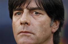 <p>Técnico da seleção alemã, Joachim Loew, antes do jogo das quartas de final contra a Argentina. Loew disse ter combinado diversos estilos para encontrar a mistura certa em seu time. 03/07/2010 REUTERS/Ina Fassbender</p>