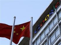 <p>Le siège de Google à Pékin. Le moteur de recherche a annoncé que les autorités chinoises avaient renouvelé sa licence d'exploitation, lui permettant ainsi de poursuivre ses activités sur le premier marché mondial en nombre d'internautes. /Photo d'archives/REUTERS/Jason Lee</p>