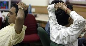 <p>Brokers react while trading at a stock brokerage firm in Mumbai September 29, 2008. REUTERS/Arko Datta</p>