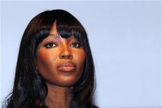 """<p>Foto de archivo de la supermodelo Naomi Campbell durante la presentación de la valija de lujo para la Copa del Mundo de la FIFA en París, jun 1 2010. Campbell aceptó el viernes testificar en un juicio en La Haya sobre un """"diamante de sangre"""" que los fiscales dicen le regaló el ex presidente liberiano Charles Taylor. REUTERS/Jacky Naegelen</p>"""