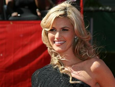 ESPN television sportscaster Erin Andrews arrives at the 2009 ESPY Awards in Los Angeles in this July 15, 2009 file photograph. REUTERS/Danny Moloshok/Files