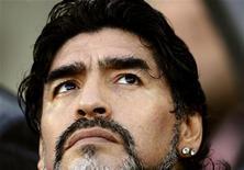 <p>Técnico da seleção argentina, Diego Maradona, antes do jogo das quartas de final contra a Alemanha na Cidade do Cabo. Maradona não retomou seu vício pelas drogas depois da derrota nas quartas de final da Copa do Mundo, disse na segunda-feira seu médico Alfredo Cahe. 03/07/2010 REUTERS/Dylan Martinez</p>