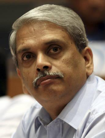 Senapathy Gopalakrishnan, chief executive officer of Infosys Technologies, pauses during the announcement of the company's quarterly financial results at their headquarters in Bangalore July 13, 2010. REUTERS/Stringer