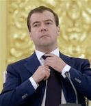 <p>Президент РФ Дмитрий Медведев во время встречи с депутатами в Москве, 14 июля 2010 года. Президент Дмитрий Медведев развеял надежды правозащитников на провал законопроекта, расширяющего полномочия российских спецслужб в предупреждении акций протеста, и заявил, что лично санкционировал вызвавшие резонанс поправки. REUTERS/Misha Japaridze/Pool</p>