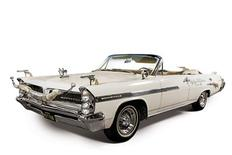 <p>Roy Rogers' 1963 Pontiac Bonneville. REUTERS/Christie's Images</p>