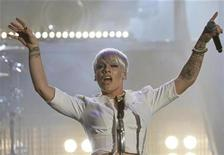 <p>Pink performs in Berlin, November 8, 2008. REUTERS/Miguel Villagran/Pool</p>