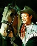 <p>Foto de archivo sin fechar del actor estadounidense Roy Rogers junto a su caballo Trigger. El caballo disecado que pertenecía al cantante y actor de películas del Oeste Roy Rogers, junto a la silla de montar, fue la venta principal de un subasta realizada esta semana de objetos del Roy Rogers and Dale Evans Museum Collection. REUTERS/Str Old</p>