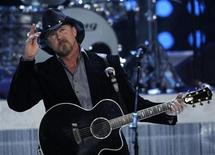 <p>Country music star Trace Adkins performs during the 2010 Miss USA pageant at the Planet Hollywood Resort and Casino in Las Vegas, Nevada May 16, 2010. REUTERS/Steve Marcus</p>