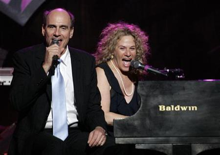 James Taylor (L) and Carole King perform ''You've Got a Friend'' at the 2006 ''Musicares Person of the Year'' gala in Los Angeles February 6, 2006. REUTERS/Mario Anzuoni