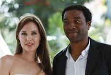 "<p>Actors Angelina Jolie (L) and Chiwetel Ejiofor pose during the launch of their movie ""Salt"" in Cancun June 30, 2010. Reuters/Gerardo Garcia</p>"