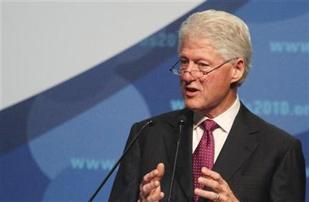 Former U.S. president Bill Clinton makes a speech at a session of the 18th World Aids Conference in Vienna July 19, 2010. REUTERS/Herwig Prammer