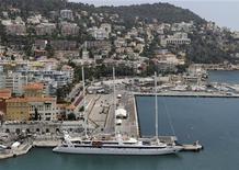 <p>Французская яхта Le Ponant пришвартована в порту Ниццы, 17 июля 2010 года. Лазурный берег Франции, который еще в 19 веке облюбовала русская аристократия, и сейчас привлекает ежегодно тысячи россиян. REUTERS/Sebastien Nogier</p>