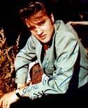 <p>Фотография Элвиса Пресли. Медицинские инструменты, использованные в 1977 году при вскрытии тела Элвиса Пресли и подготовке его к погребению, будут выставлены на аукционе Leslie Hindman Auctioneers в Чикаго 12 августа. REUTERS/STR New</p>