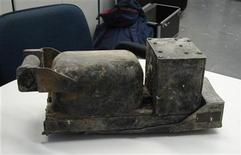 <p>One of the flight recorders, commonly known as a black box, recovered from the TAM airlines Airbus A320 that crashed in Sao Paulo July 17 is seen on a desk in Washington in this handout photo released by CENIPA on July 23, 2007. REUTERS/CENIPA/Handout</p>