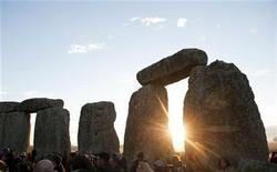 <p>People attend the annual summer solstice at the Stonehenge monument on Salisbury Plain in Wiltshire, southern England June 21, 2010. REUTERS/Kieran Doherty</p>