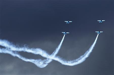 Aerobatic team The Blades perform at the Farnborough Airshow in southern England, July 22, 2010. REUTERS/Luke MacGregor
