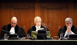 <p>Судьи Международного суда ООН открывают процесс по делу о признании независимости Косово от Сербии , 22 июля 2010 года. Международный суд ООН в четверг заявил, что провозглашение независимости Косово от Сербии в одностороннем порядке не нарушает нормы международного права. REUTERS/Jerry Lampen</p>