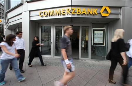 Pedestrians walk past the headquarters of Commerzbank in Frankfurt July 23, 2010. REUTERS/Ralph Orlowski