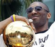 <p>Los Angeles Lakers Kobe Bryant holds the Larry O'Brien trophy during the NBA Championship parade in Los Angeles, California, June 21, 2010. REUTERS/Lucy Nicholson</p>