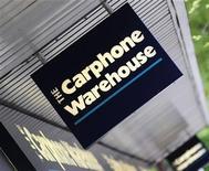 <p>Carphone Warehouse, premier distributeur européen de téléphones mobiles, a enregistré des résultats trimestriels supérieurs à ses prévisions, notamment grâce à la demande de smartphones. /Photo d'archives/REUTERS/Toby Melville</p>