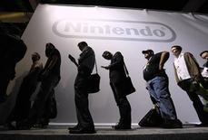 <p>Nintendo a fait état d'une baisse de 42% de son bénéfice d'exploitation sur le trimestre avril-juin mais il a confirmé ses objectifs annuels. /Photo prise le 15 juin 2010/REUTERS/Phil McCarten</p>
