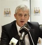 """<p>Бывший тренер """"Манчестер Сити"""" Марк Хьюз на пресс-конференции в Абу-Даби 16 июля 2009 года. Марк Хьюз стал новым тренером лондонского """"Фулхэма"""", подписав с клубом двухлетний контракт, сообщила столичная команда. RUTERS/Mosab Omar</p>"""