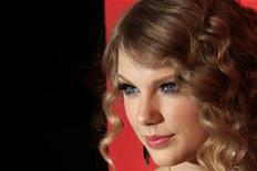 """<p>Taylor Swift na cerimônia das """"100 Pessoas Mais Influentes do Mundo"""" da revista TIme, em Nova York. Swift lançou nesta quarta-feira o primeiro single de seu novo álbum, num evento antecipado em 12 dias por causa da aparição de uma versão pirata na Internet. 04/05/2010 REUTERS/Lucas Jackson</p>"""