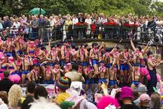 <p>A boat filled with gay participants cruises the World Heritage canals during the annual gay pride parade in Amsterdam August 7, 2010.The canal parade is the highlight of Gay Pride Amsterdam, which is held in the capital city every year and attracts thousands of spectators, according to local media. REUTERS/Michael Kooren</p>