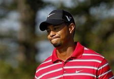 <p>Tiger Woods lamenta jogada no torneio WGC Bridgestone Invitational. Tiger Woods fez neste sábado outra rápida saída do campo de Firestone durante o Bridgestone Invitational, após o pior desempenho em um total de 54 buracos de toda a sua carreira no PGA Tour relativo ao par.08/08/2010.REUTERS/John Sommers</p>