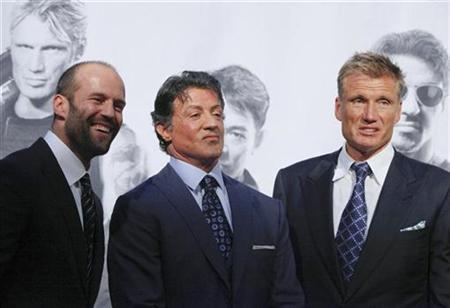 U.S. actor Sylvester Stallone (C), British actor Jason Statham (L) and Swedish actor Dolph Lundgren arrive for the German premiere of their new movie ''The Expendables'' in Berlin, August 6, 2010. REUTERS/Thomas Peter