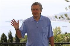 <p>Актер Роберт де Ниро во время фотосессии в сицилийском городе Таормина, 13 июня 2010 года. 17 августа 1943 года родился американский киноактер Роберт де Ниро. REUTERS/Antonio Parrinello</p>