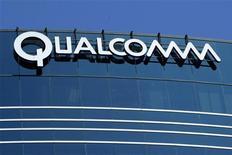 <p>Qualcomm est en discussions avec quatre fabricants de matériel de réseau télécoms, parmi lesquels Ericsson et Alcatel-Lucent, pour sa coentreprise indienne de haut débit. /Photo d'archives/REUTERS/Mike Blake</p>
