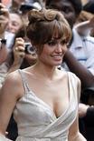 """<p>Imagen de archivo de la actriz Angelina Jolie, en la premier francesa de """"Salt"""", en París. Ago 17 2010. REUTERS/Charles Platiau /ARCHIVO</p>"""