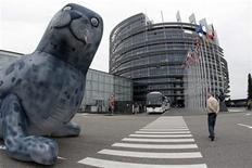 <p>A giant inflatable baby seal is disposed in front of the European Parliament in Strasbourg May 5, 2009. REUTERS/Vincent Kessler</p>
