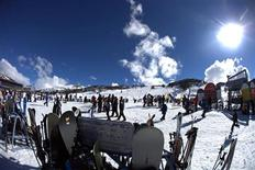 <p>Skiers on the ski-fields at Perisher in The Snowy Mountains are seen in this undated handout photograph obtained July 30, 2009. REUTERS/Perisher Ski Resort/Tony Harrington</p>