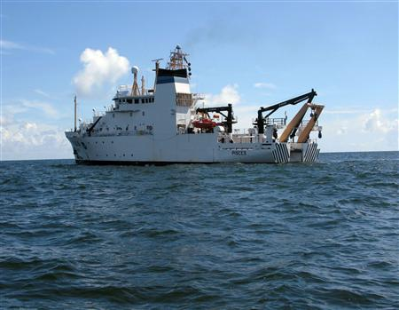 The National Oceanic and Atmospheric Administration (NOAA) ship Pisces prepares to test water from the Gulf of Mexico about nine miles (14 km) south of BP's oil spill site, in this picture taken August 21, 2010. REUTERS/Ann Driver