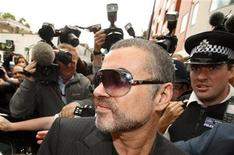 <p>British singer George Michael is escorted out of Highbury Corner Magistrates Court in London, August 24, 2010. REUTERS/Andrew Winning</p>