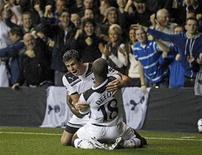 <p>Jermain Defoe, do Tottenham Hotspur, celebra seu gol contra o Young Boys, em jogo que classificou o time inglês para a fase de grupos da Liga dos Campeões. REUTERS/Eddie Keogh</p>