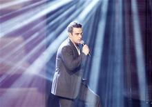 <p>British singer Robbie Williams performs on stage during the Echo Music Awards ceremony in Berlin March 4, 2010. REUTERS/Tobias Schwarz</p>
