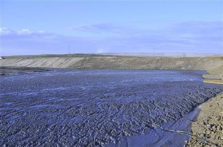 The Shell Muskeg River Mine demonstration tailings pond in northern, Alberta in seen in this undated handout photo. Shell Canada announced a new commercial size oil sands tailings project for the Canadian oil sands industry at their headquarters in Calgary today. REUTERS/Handout