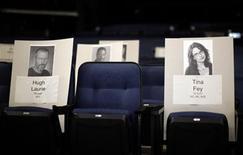 <p>Foto de los asientos reservados para los actores Hugh Laurie y Tina Fey en la ceremonia de entrega de los premios Emmy que tendrá lugar más tarde el domingo en Los Angeles. Ago 25, 2010. REUTERS/Lucy Nicholson</p>