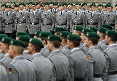 Recruits of German armed forces Bundeswehr take part in a swearing-in ceremony at the Reichstag in Berlin, July 20, 2009. REUTERS/Fabrizio Bensch