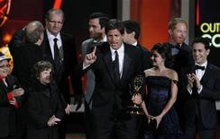 """<p>Steven Levitan accepta el premio a mejor serie de comedia para """"Modern Family"""" en la 62da. entrega anual de los Premios Emmy en Los Angeles. Ago 29, 2010. REUTERS/Lucy Nicholson</p>"""
