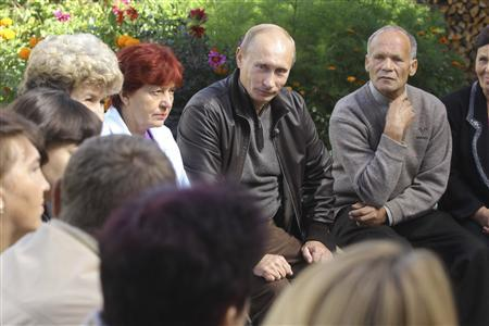 Russia's Prime Minister Vladimir Putin (C) meets with local residents at the village of Aksionovo-Zilovskoe in the Zabaikalski region, August 30, 2010. REUTERS/Ria Novosti/Pool/Alexei Druzhinin