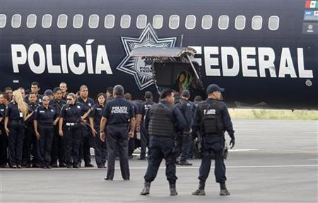 Federal police officers stand in formation after their arrival at Mariano Escobedo international airport in Apodaca, neighbouring Monterrey August 26, 2010. REUTERS/Tomas Bravo