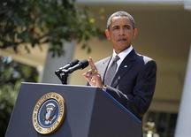 <p>Президент США Барак Обама во время выступления по вопросам экономики рядом с Белым домом в Вашингтоне, 30 августа 2010 года. США изучают возможности дополнительного стимулирования экономики и поддержки рынка труда, в том числе, новые налоговые льготы для предприятий, заявил в понедельник американский президент Барак Обама. REUTERS/Jason Reed</p>
