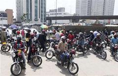 <p>Drivers of motorcycle taxis wait for passengers on a sidewalk along the outer marina road in Lagos August 31, 2010. REUTERS/Akintunde Akinleye</p>