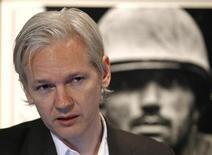 <p>Основатель Wikileaks Джулиан Ассандж на пресс-конференции в Лондоне, 26 июля 2007 года. Главный прокурор Швеции возобновила предварительное расследование по делу об изнасиловании, в котором обвиняется основатель организации WikiLeaks Джулиан Ассандж. REUTERS/Andrew Winning</p>