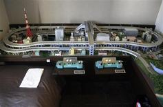 <p>A built-in train set is seen next to a bed in a hotel room in Tokyo, August 31, 2010. REUTERS/Antoni Slodkowski</p>